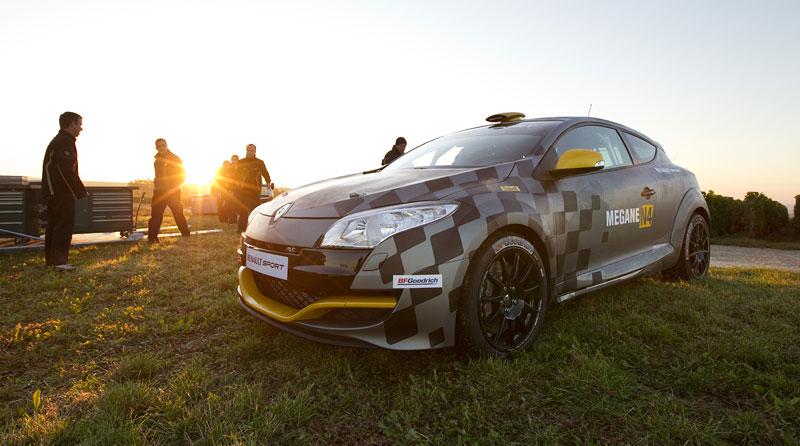 Renault představuje Megane RS v rallyové specifikaci N4: - fotka 26