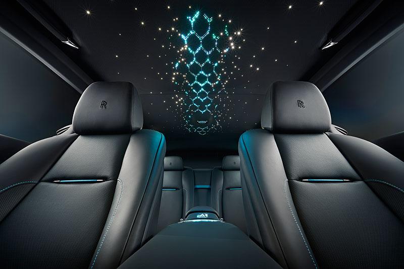 Rolls-Royce ukázal nejzajímavější zakázky loňského roku. Je mezi nimi i auto vzdávající poctu československým pilotům: - fotka 1