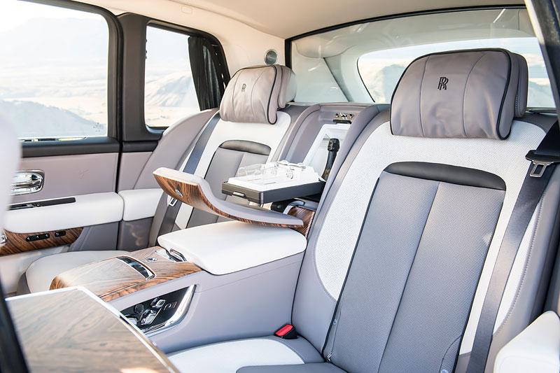 Rolls-Royce ukázal nejzajímavější zakázky loňského roku. Je mezi nimi i auto vzdávající poctu československým pilotům: - fotka 3