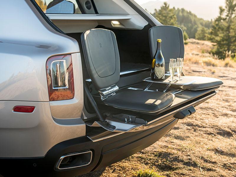 Rolls-Royce ukázal nejzajímavější zakázky loňského roku. Je mezi nimi i auto vzdávající poctu československým pilotům: - fotka 5