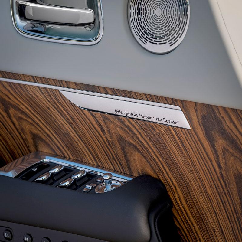 Rolls-Royce ukázal nejzajímavější zakázky loňského roku. Je mezi nimi i auto vzdávající poctu československým pilotům: - fotka 6