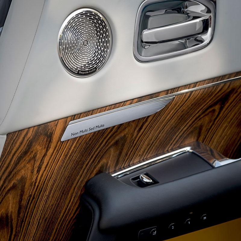 Rolls-Royce ukázal nejzajímavější zakázky loňského roku. Je mezi nimi i auto vzdávající poctu československým pilotům: - fotka 7
