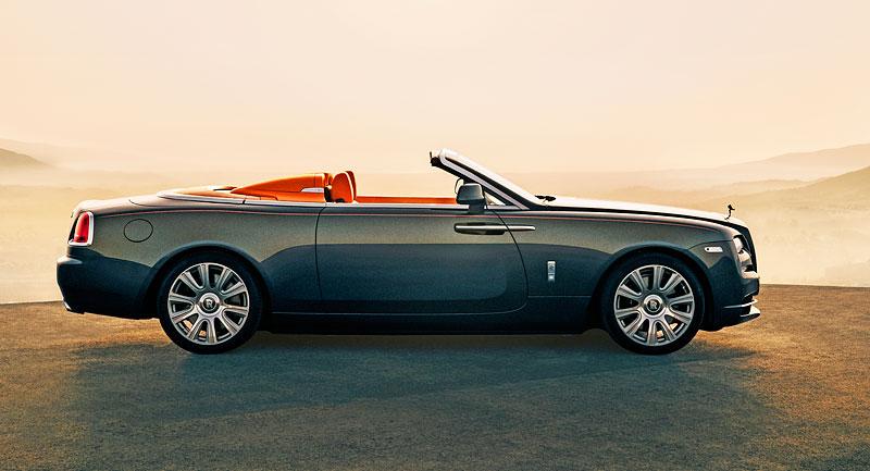 Rolls-Royce ukázal nejzajímavější zakázky loňského roku. Je mezi nimi i auto vzdávající poctu československým pilotům: - fotka 9