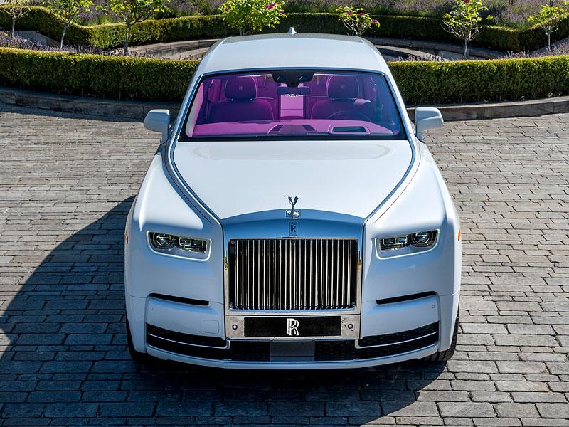 Rolls-Royce ukázal nejzajímavější zakázky loňského roku. Je mezi nimi i auto vzdávající poctu československým pilotům: - fotka 13