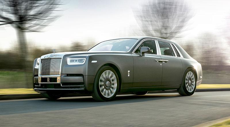 Rolls-Royce ukázal nejzajímavější zakázky loňského roku. Je mezi nimi i auto vzdávající poctu československým pilotům: - fotka 15