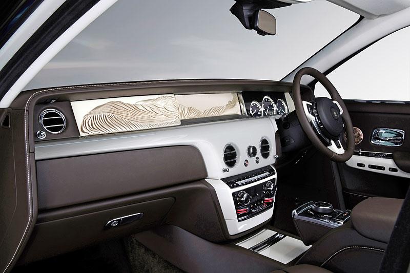 Rolls-Royce ukázal nejzajímavější zakázky loňského roku. Je mezi nimi i auto vzdávající poctu československým pilotům: - fotka 16
