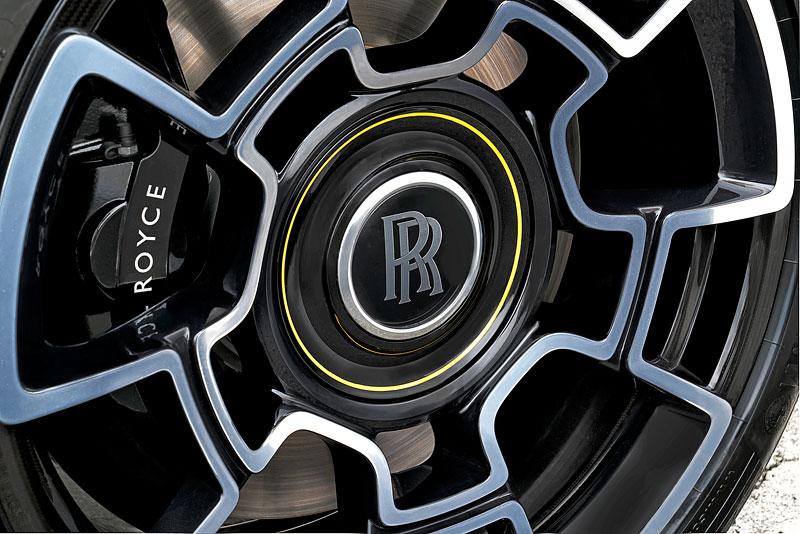 Rolls-Royce ukázal nejzajímavější zakázky loňského roku. Je mezi nimi i auto vzdávající poctu československým pilotům: - fotka 22
