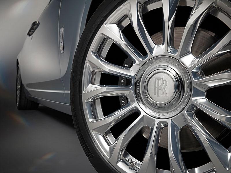 Rolls-Royce ukázal nejzajímavější zakázky loňského roku. Je mezi nimi i auto vzdávající poctu československým pilotům: - fotka 25