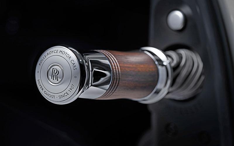 Rolls-Royce ukázal nejzajímavější zakázky loňského roku. Je mezi nimi i auto vzdávající poctu československým pilotům: - fotka 26
