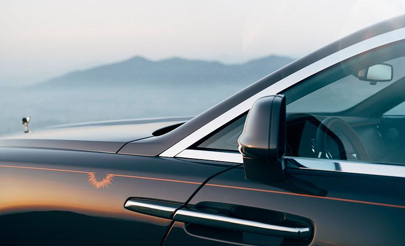 Rolls-Royce ukázal nejzajímavější zakázky loňského roku. Je mezi nimi i auto vzdávající poctu československým pilotům: - fotka 30