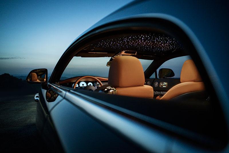 Rolls-Royce ukázal nejzajímavější zakázky loňského roku. Je mezi nimi i auto vzdávající poctu československým pilotům: - fotka 31
