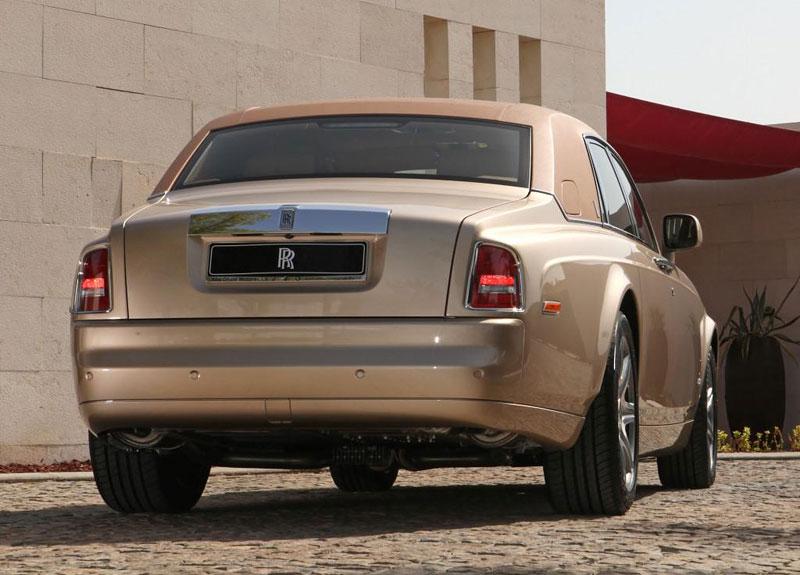 Rolls-Royce Phantom: speciality pro Spojené arabské emiráty: - fotka 16