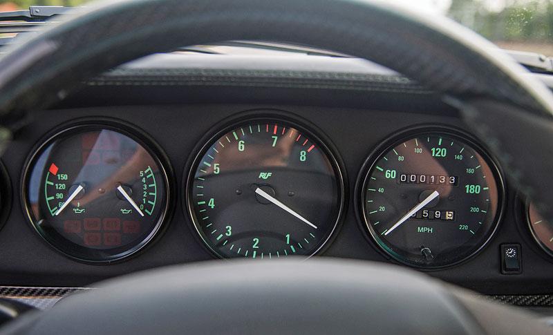 Znáte RUF Turbo R? Je to moderní bestie s duchem 90. let. Vzniklo jen 7 exemplářů: - fotka 1