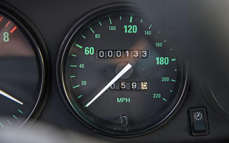 Znáte RUF Turbo R? Je to moderní bestie s duchem 90. let. Vzniklo jen 7 exemplářů: - fotka 2