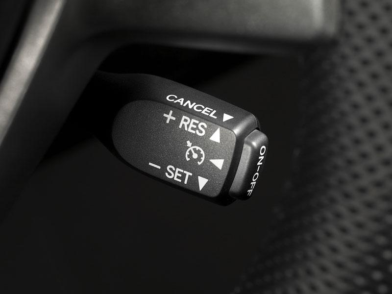 Scion tC Coupe: premiéra druhé generace v New Yorku: - fotka 4
