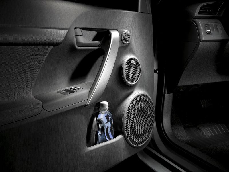 Scion tC Coupe: premiéra druhé generace v New Yorku: - fotka 16