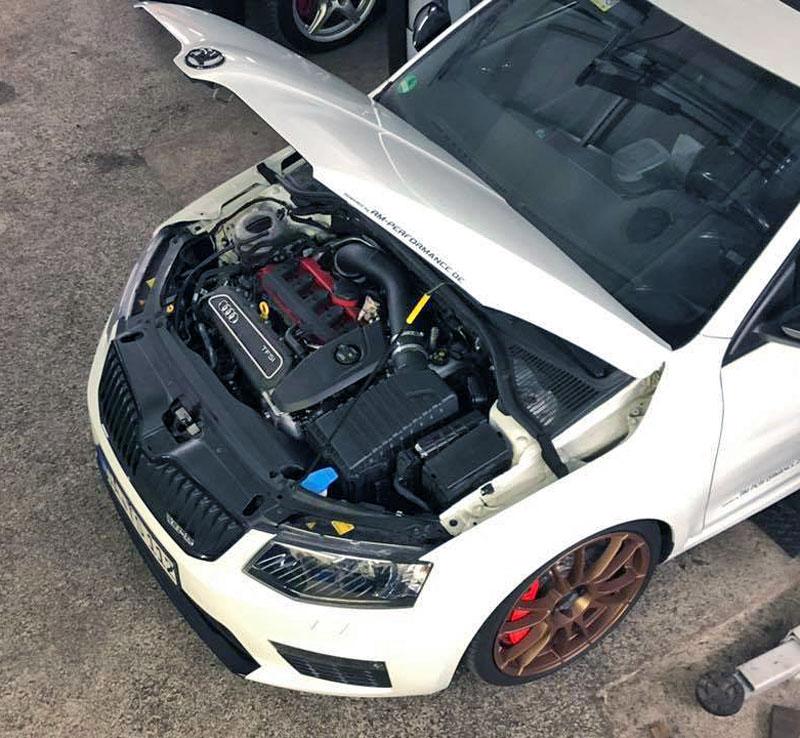 Německý úpravce výrazně vylepšil Octavii RS. Dal do ní pětiválec z Audi RS 3: - fotka 2