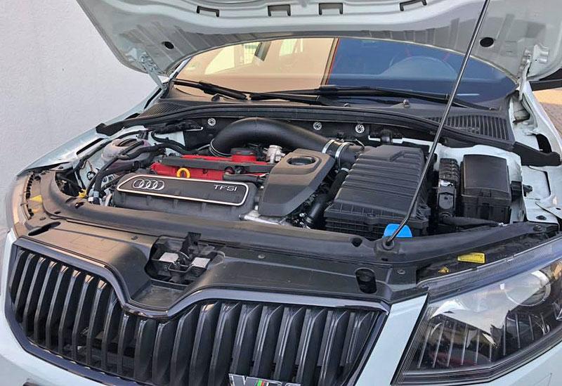 Německý úpravce výrazně vylepšil Octavii RS. Dal do ní pětiválec z Audi RS 3: - fotka 6