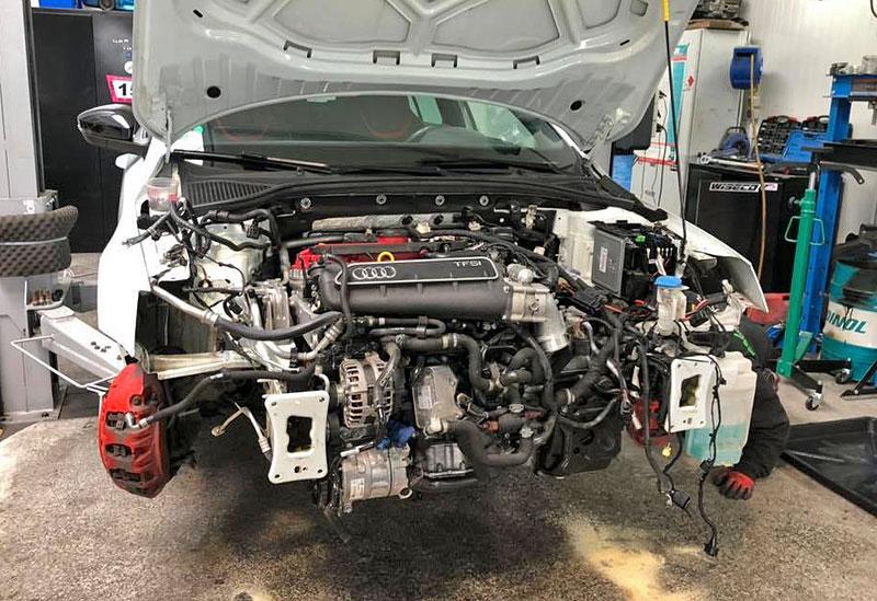 Německý úpravce výrazně vylepšil Octavii RS. Dal do ní pětiválec z Audi RS 3: - fotka 7