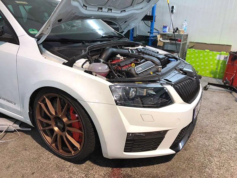 Německý úpravce výrazně vylepšil Octavii RS. Dal do ní pětiválec z Audi RS 3: - fotka 8