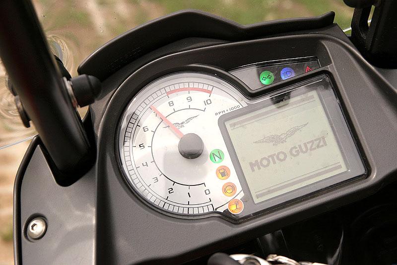 Dueltest - Honda XL1000V Varadero vs. Moto Guzzi Stelvio 1200: - fotka 1