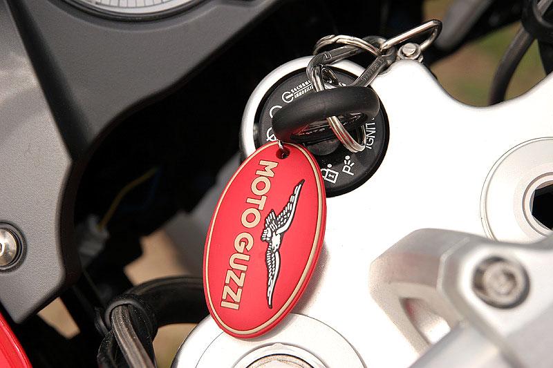 Dueltest - Honda XL1000V Varadero vs. Moto Guzzi Stelvio 1200: - fotka 2