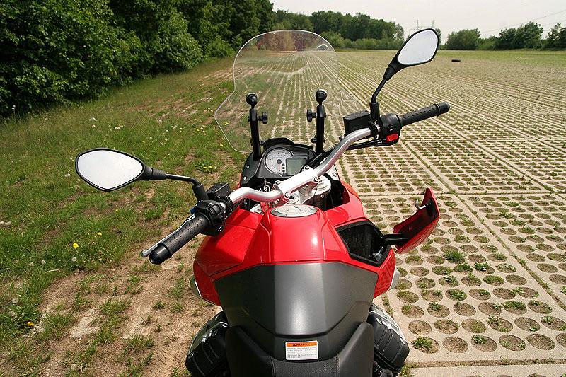 Dueltest - Honda XL1000V Varadero vs. Moto Guzzi Stelvio 1200: - fotka 4