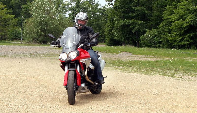 Dueltest - Honda XL1000V Varadero vs. Moto Guzzi Stelvio 1200: - fotka 5