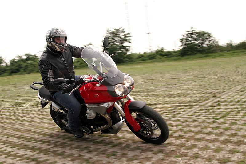 Dueltest - Honda XL1000V Varadero vs. Moto Guzzi Stelvio 1200: - fotka 8
