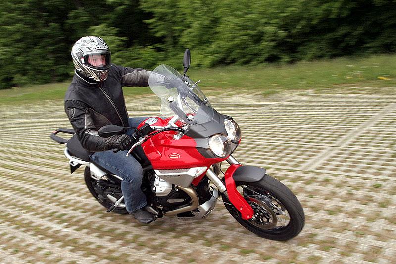 Dueltest - Honda XL1000V Varadero vs. Moto Guzzi Stelvio 1200: - fotka 10