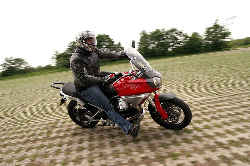 Dueltest - Honda XL1000V Varadero vs. Moto Guzzi Stelvio 1200: - fotka 12