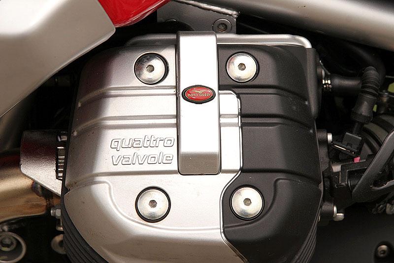 Dueltest - Honda XL1000V Varadero vs. Moto Guzzi Stelvio 1200: - fotka 18