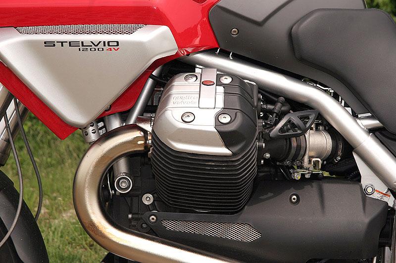 Dueltest - Honda XL1000V Varadero vs. Moto Guzzi Stelvio 1200: - fotka 20