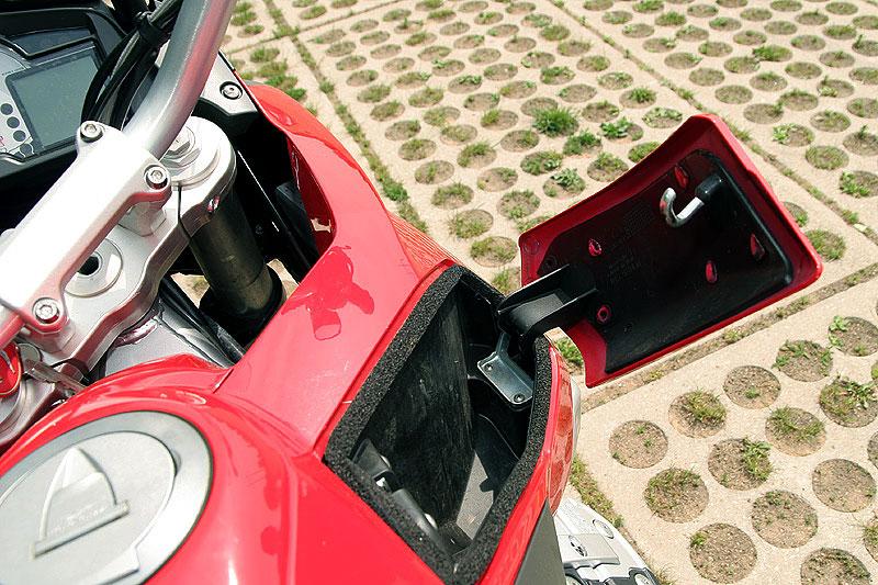 Dueltest - Honda XL1000V Varadero vs. Moto Guzzi Stelvio 1200: - fotka 30