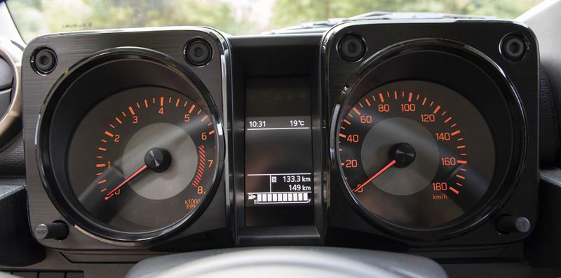 Je nové Suzuki Jimny stále pořádný off-road? Britové ho poslali do souboje s Toyotou Land  Cruiser: - fotka 1