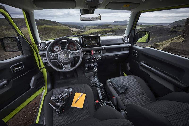 Je nové Suzuki Jimny stále pořádný off-road? Britové ho poslali do souboje s Toyotou Land  Cruiser: - fotka 5