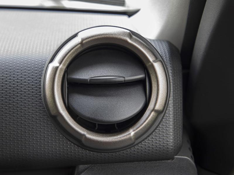 Je nové Suzuki Jimny stále pořádný off-road? Britové ho poslali do souboje s Toyotou Land  Cruiser: - fotka 6