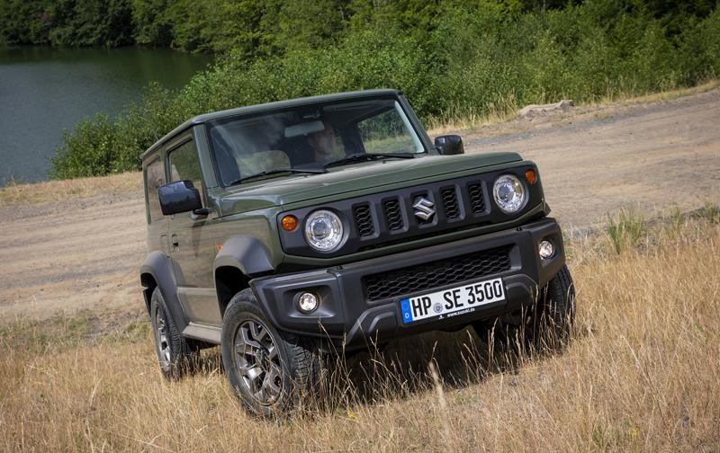 Je nové Suzuki Jimny stále pořádný off-road? Britové ho poslali do souboje s Toyotou Land  Cruiser: - fotka 10