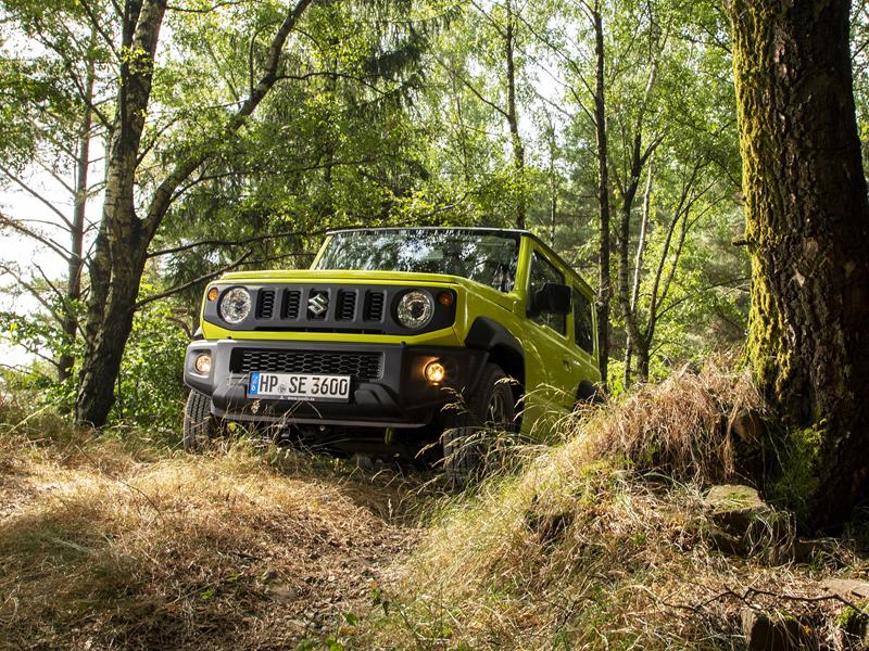 Je nové Suzuki Jimny stále pořádný off-road? Britové ho poslali do souboje s Toyotou Land  Cruiser: - fotka 23