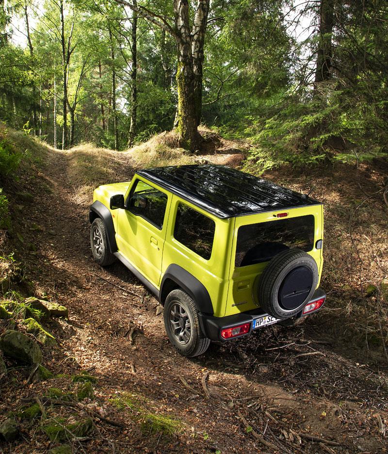 Je nové Suzuki Jimny stále pořádný off-road? Britové ho poslali do souboje s Toyotou Land  Cruiser: - fotka 29