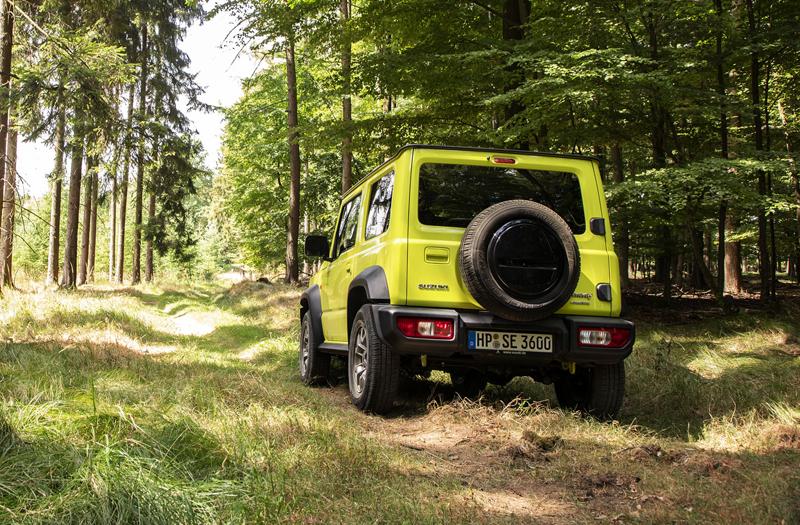 Je nové Suzuki Jimny stále pořádný off-road? Britové ho poslali do souboje s Toyotou Land  Cruiser: - fotka 30