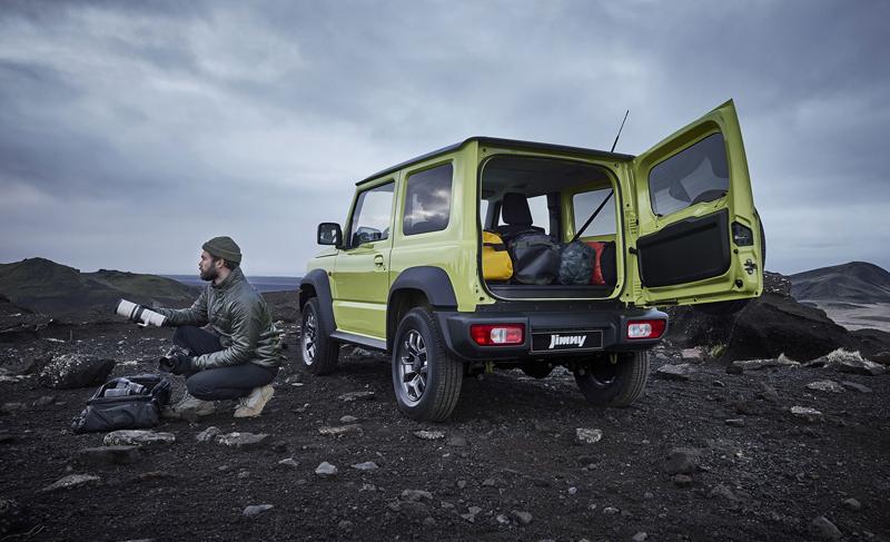 Je nové Suzuki Jimny stále pořádný off-road? Britové ho poslali do souboje s Toyotou Land  Cruiser: - fotka 32