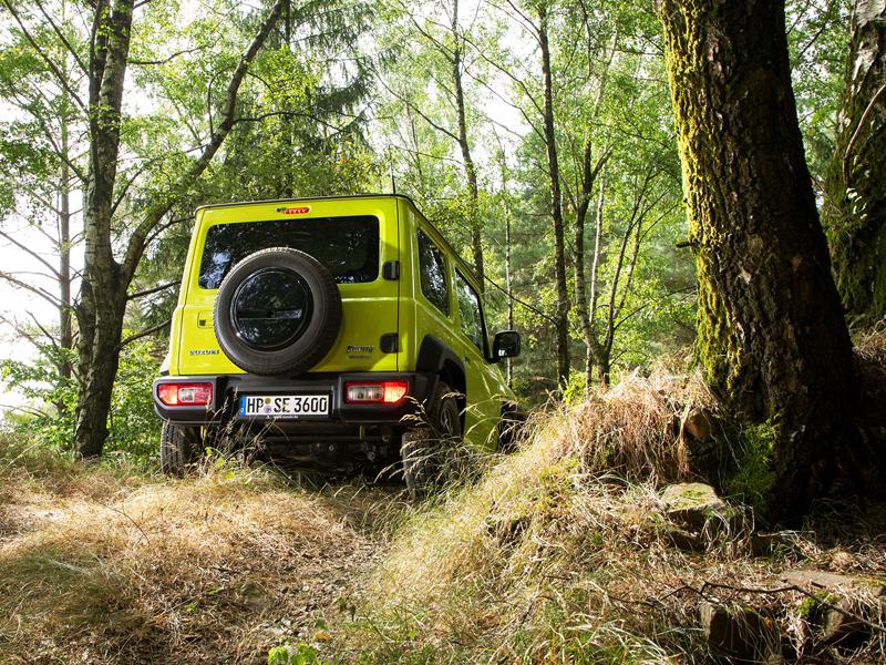 Je nové Suzuki Jimny stále pořádný off-road? Britové ho poslali do souboje s Toyotou Land  Cruiser: - fotka 34