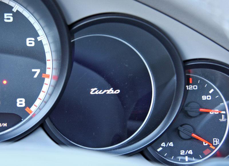 Test: Porsche Panamera Turbo: Ať tě provází síla: - fotka 2