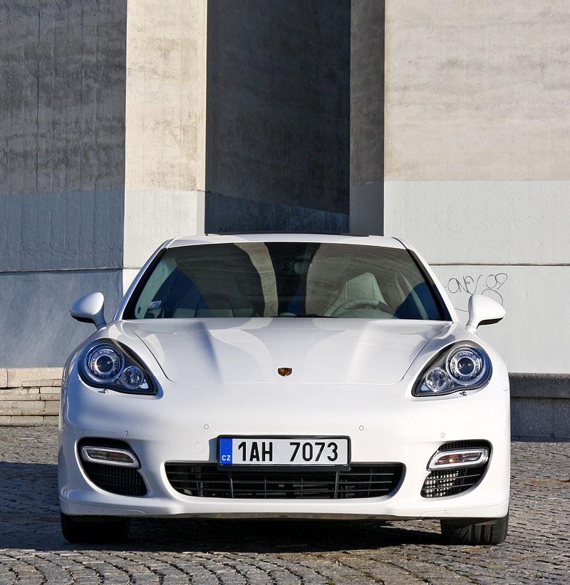 Test: Porsche Panamera Turbo: Ať tě provází síla: - fotka 24