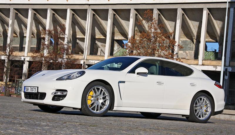 Test: Porsche Panamera Turbo: Ať tě provází síla: - fotka 28