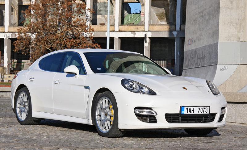 Test: Porsche Panamera Turbo: Ať tě provází síla: - fotka 29