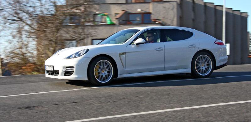 Test: Porsche Panamera Turbo: Ať tě provází síla: - fotka 33