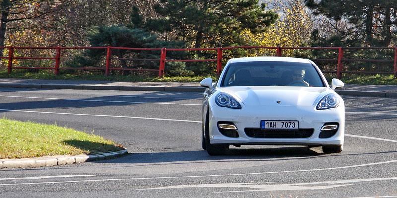 Test: Porsche Panamera Turbo: Ať tě provází síla: - fotka 35