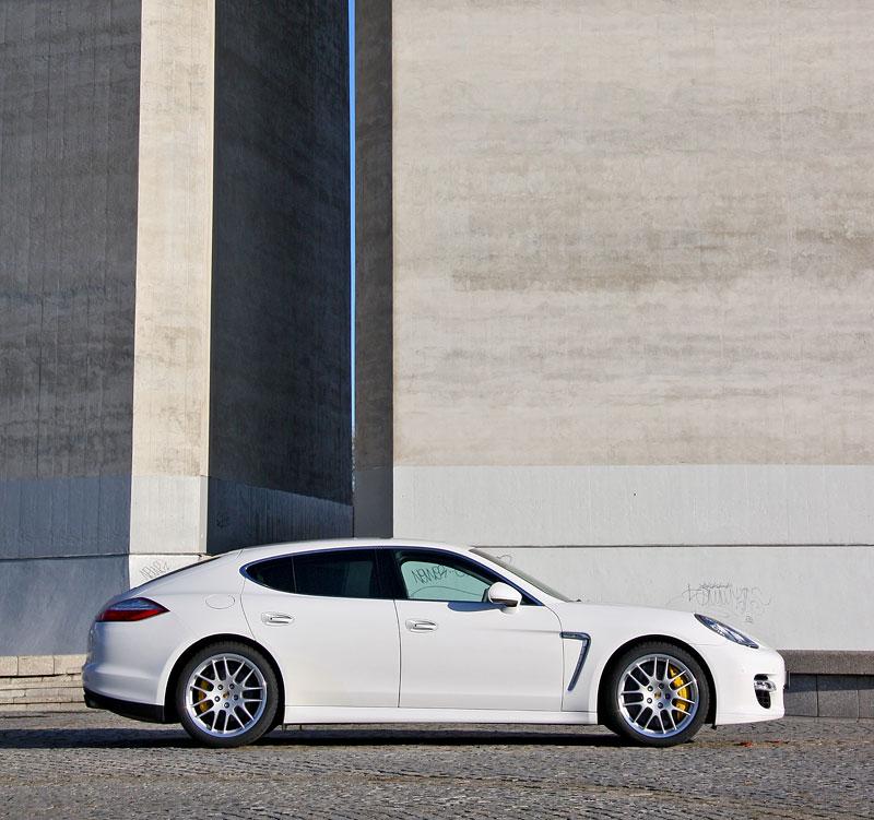 Test: Porsche Panamera Turbo: Ať tě provází síla: - fotka 36